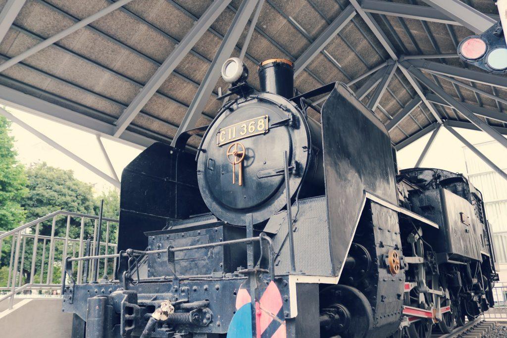 Un tren antiguo japonés en el parque