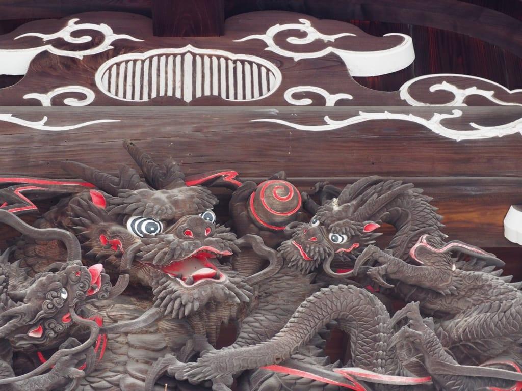 Grabados a la madera del templo Zuirin-ji en Yanesen