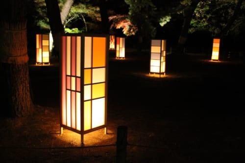 Iluminación en Korakuen, Okayama, Isla de Honshu, Japón