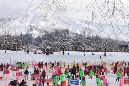 La pelea internacional de bolas de nieve de Koide en Niigata, Japón