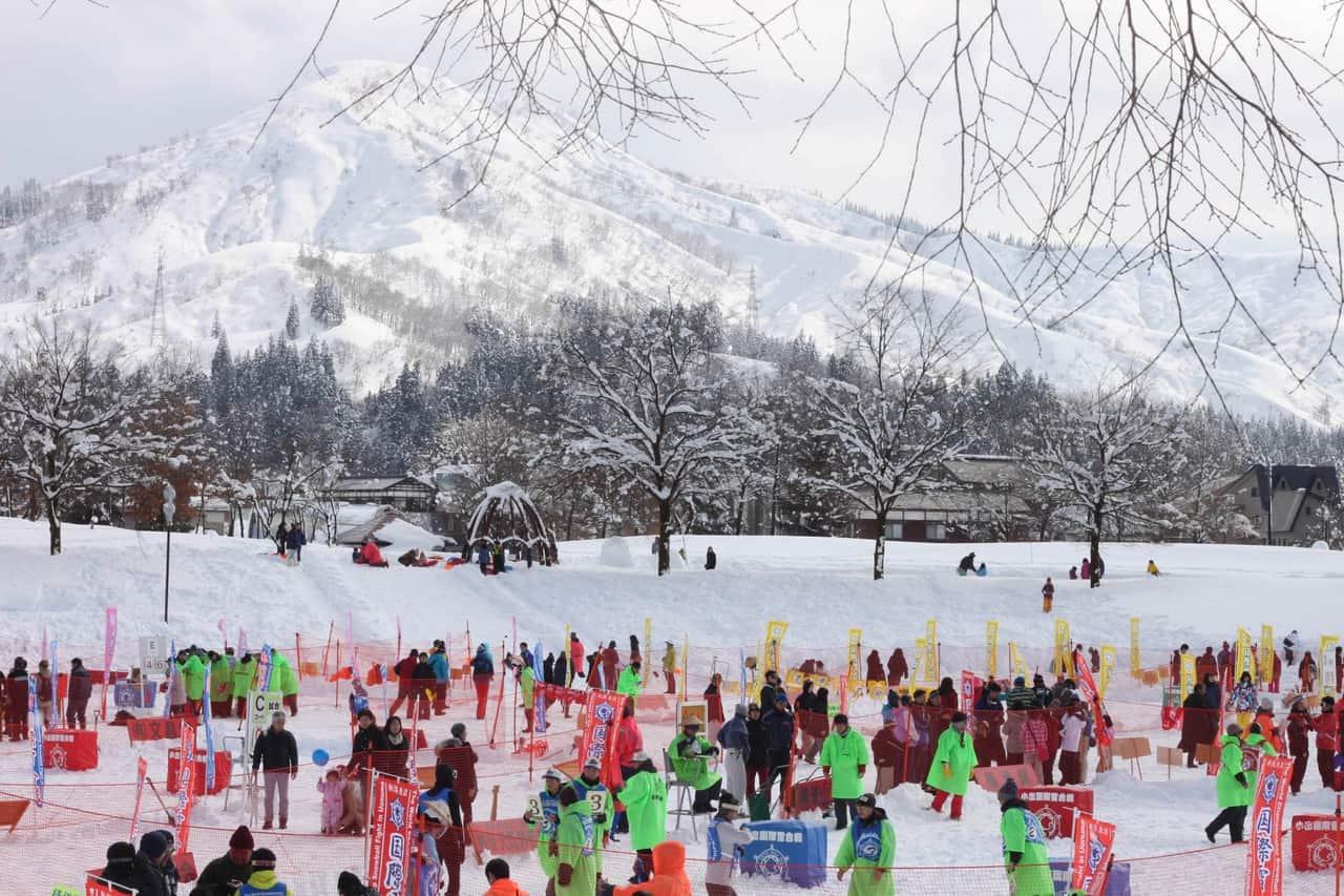 La pelea internacional de bolas de nieve de Koide en Niigata