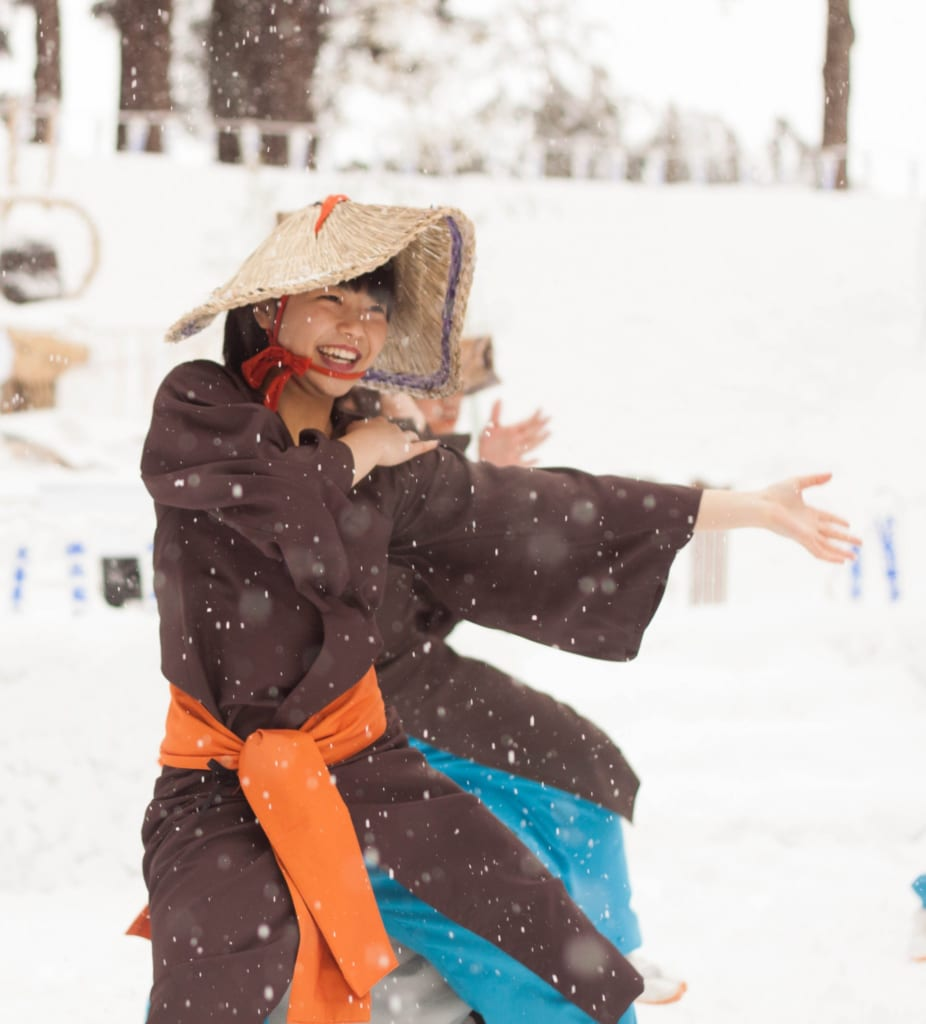 Yosakoi en el Secchu Hanamizuiwai Festival, Uonuma, Japón