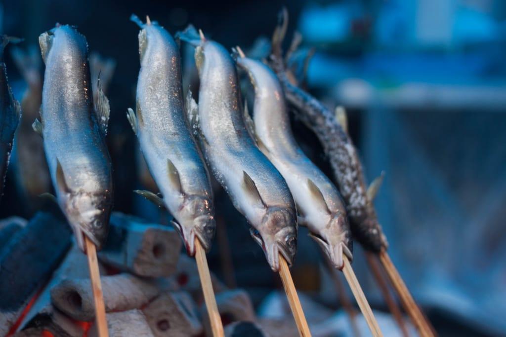 Comida en el Secchu Hanamizuiwai Festival, Uonuma, Japón