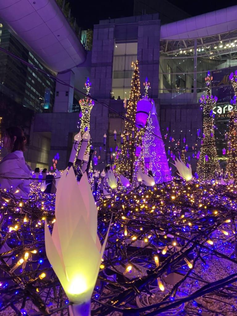 Luces en Caretta Shiodome, Tokio, Japón