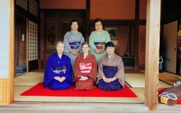 con las señoras de la ceremonia del té, Ciudad samurai, Izumi, Kagoshima, Japón