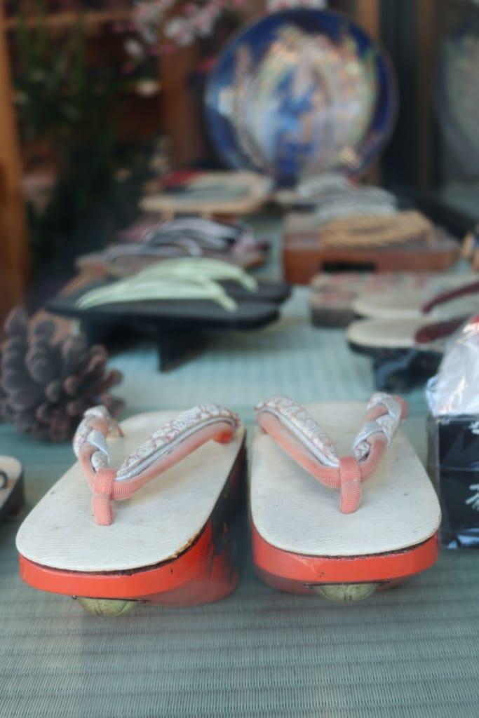 Tienda de zapatos tradicionales de Mameda Town, Hita, Oita, Japón