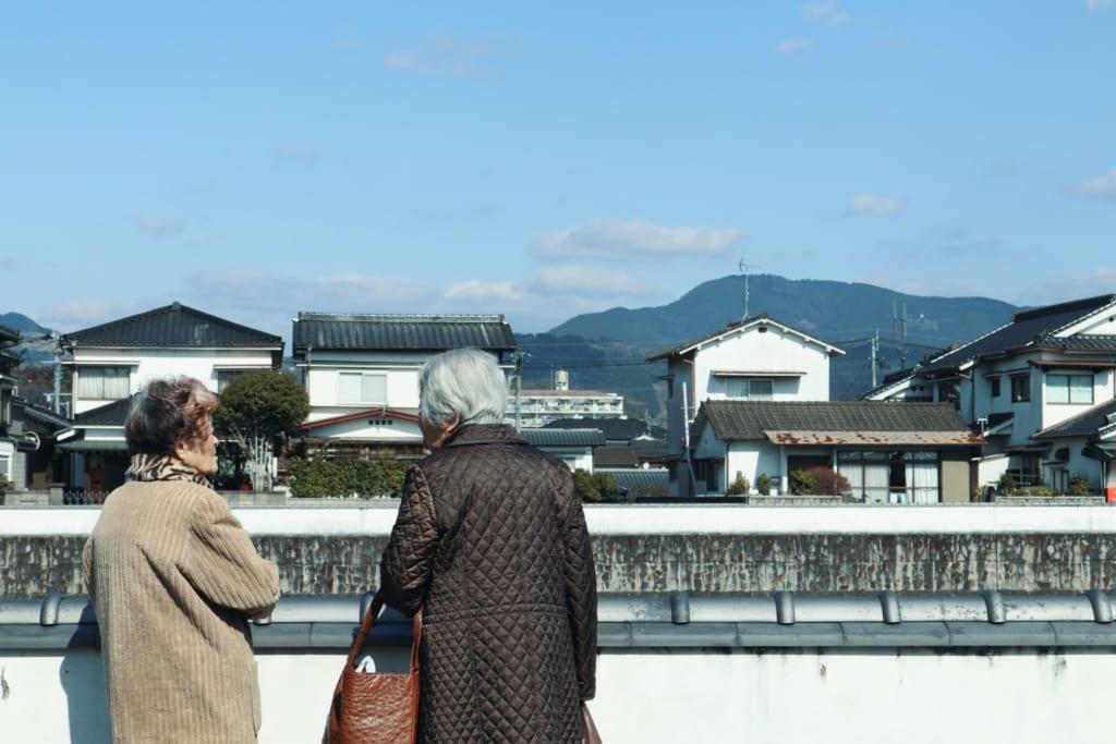Personas mayores en Mameda Town, Hita, Oita, Japón