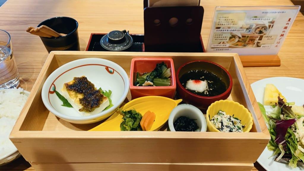 Desayuno en El hotel JR Kyushu Blossom