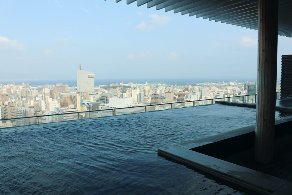 Rotenburo en City Spa Tenku: un SPA en Japón