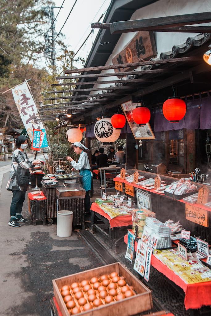 Puesto de dulces tradicionales en Jindaiji