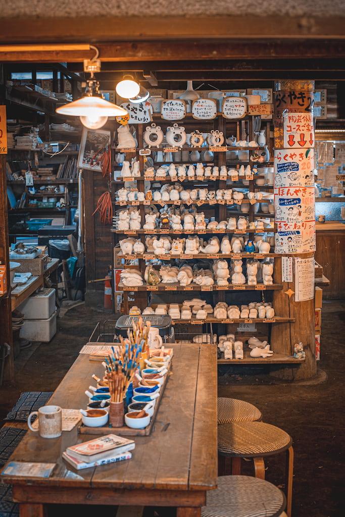 Actividad de decoración de cerámica en Jindaiji-Gama