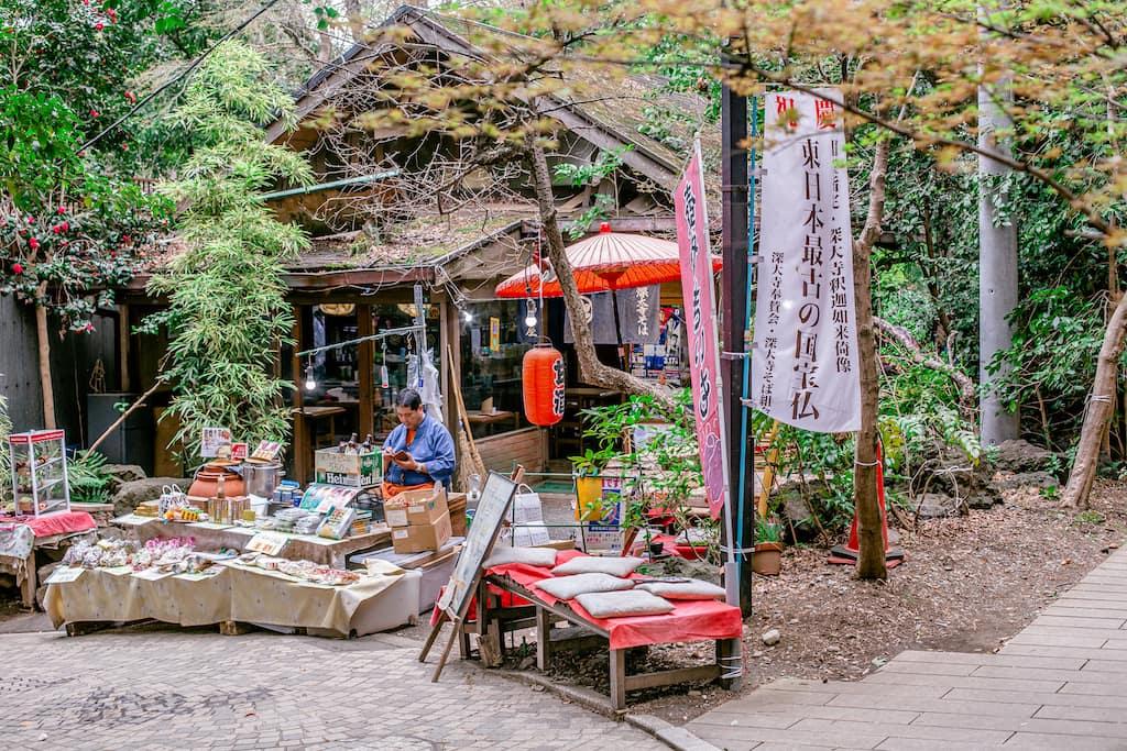 Puesto de souvenirs tradicionales