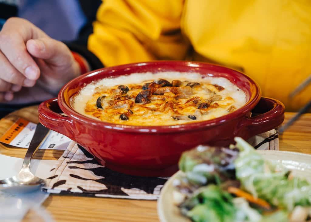 Detalle de la comida en el Michi no Eki japonés