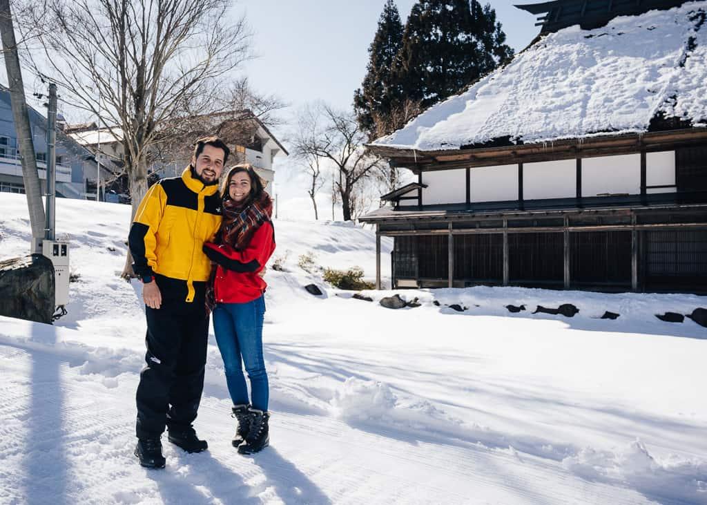 Hernán y maria disfrutando de la nieve
