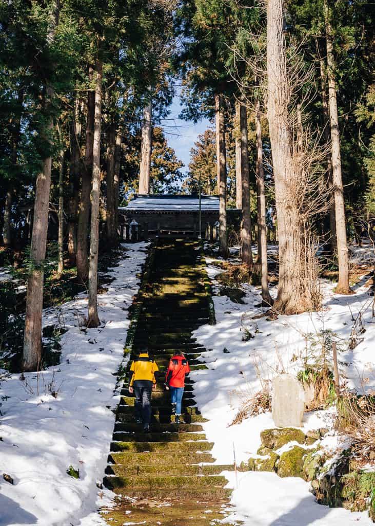 Subiendo el santuario Kosuge en Iiiyama
