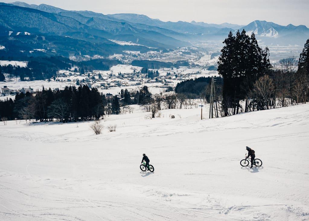 Paisaje haciendo snow cycling en Iiyama, Nagano, Japón