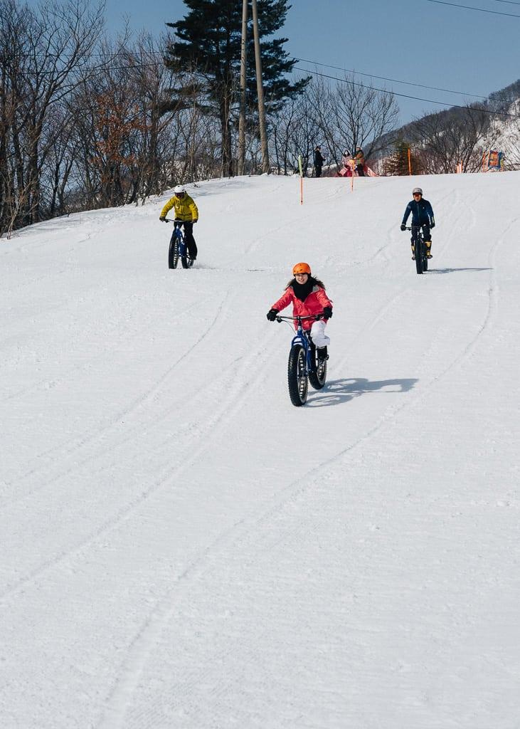 La primera parte de la bajada haciendo snow cycling
