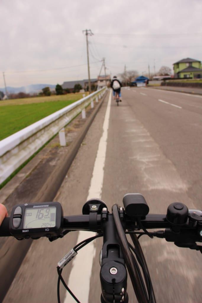 Visitando la ciudad de Toon city e-bike.
