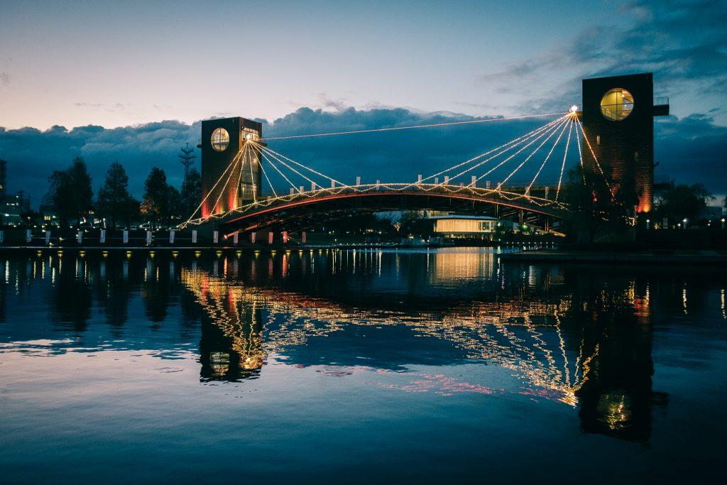 El puente desde el parque Kansui.