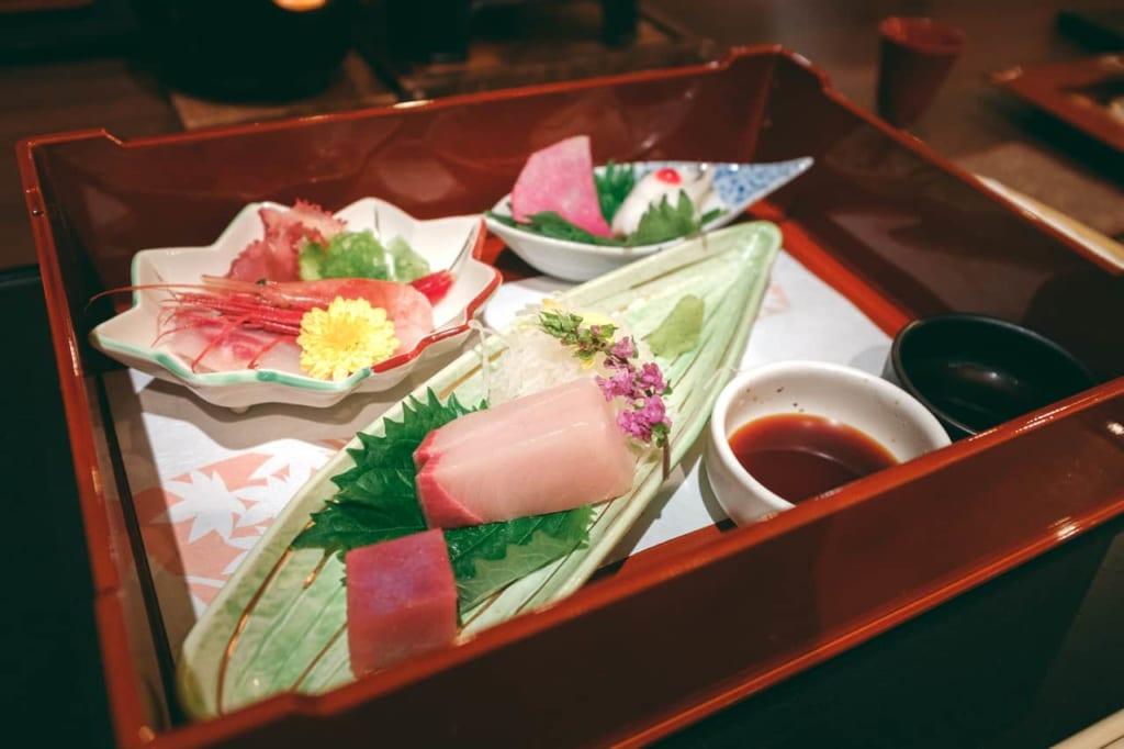 Sashimi de las especialidades de la Bahía de Toyama