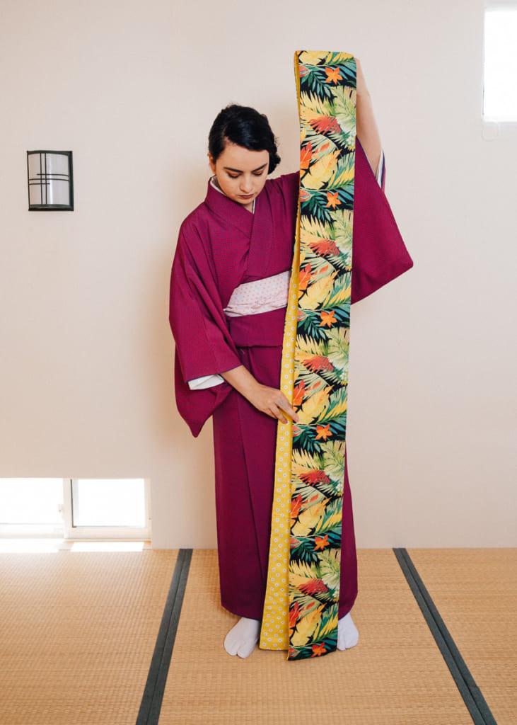Cómo ponerse un kimono: Nichole y su obi hanbaba.