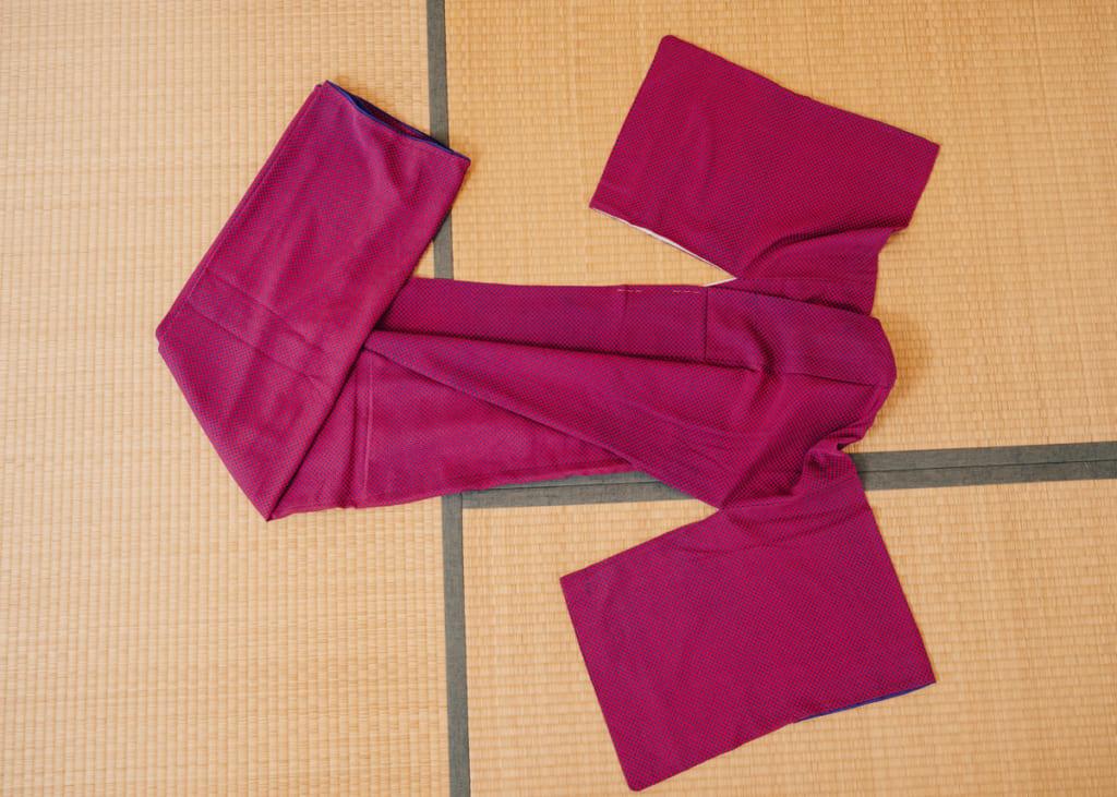 Cómo ponerse un kimono: El komon kimono rosa y azul de Nichole.