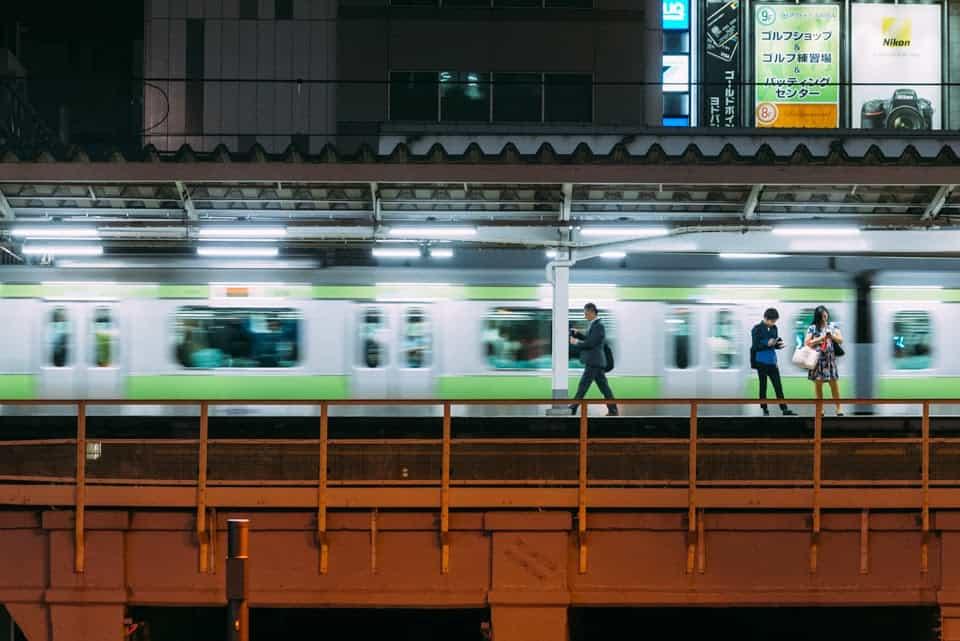 estación jr de noche
