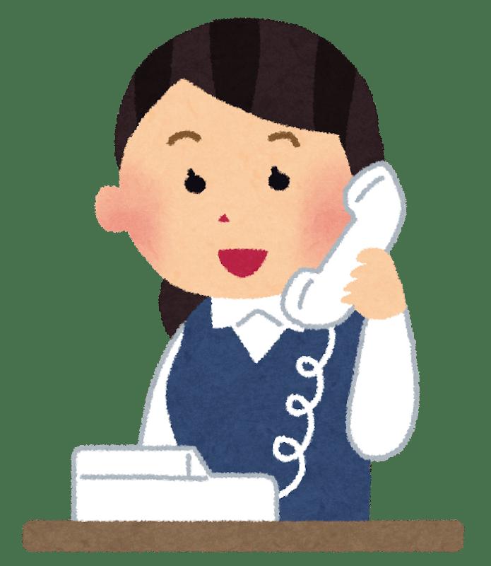 Empleada japonesa respondiendo el teléfono