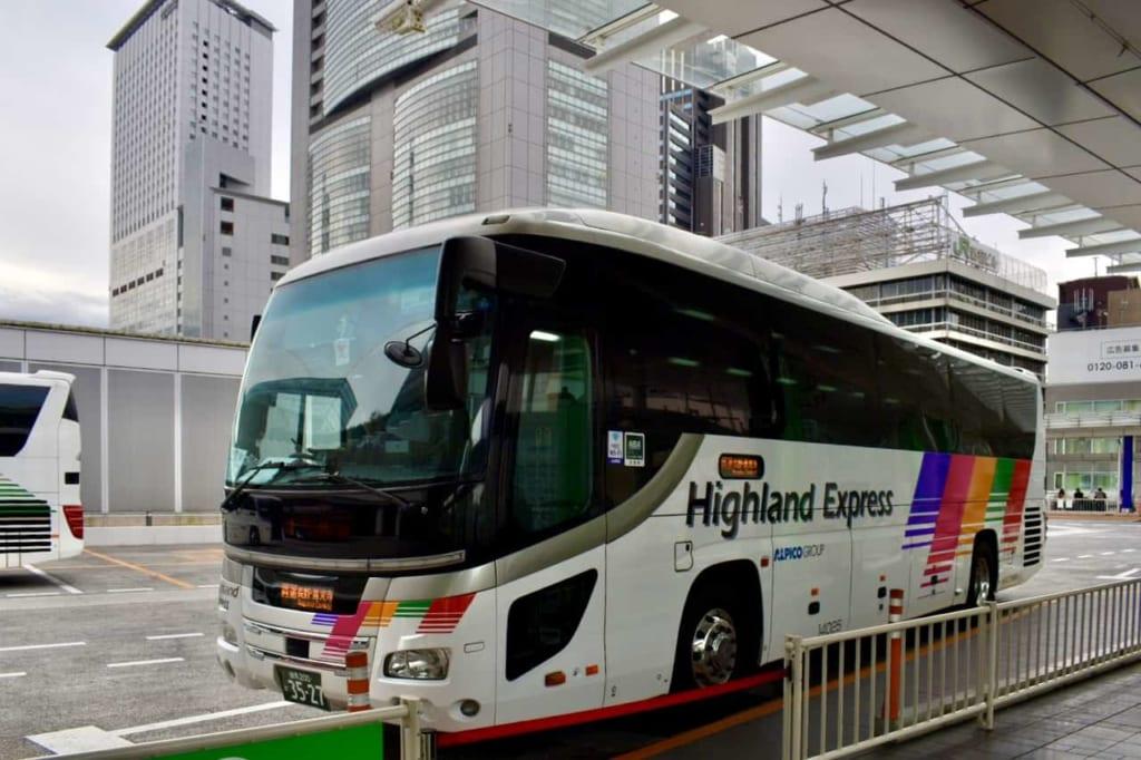 Autocar en Shinjuku Station para viajar hasta Nagano
