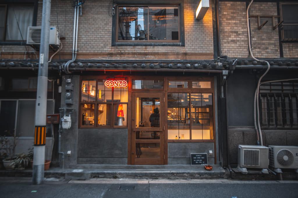 tienda en edificio antiguo en Nakazakicho