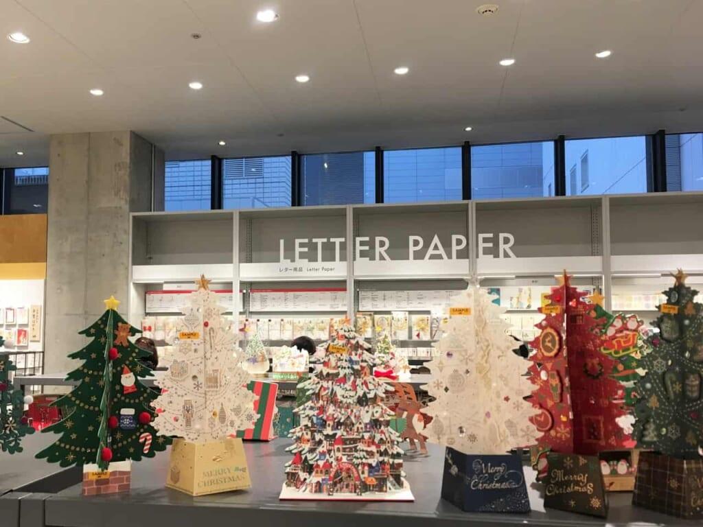 Decoración navideña en Loft, Tokio, Japón
