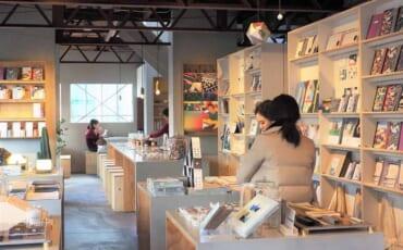 El personal amable en Papier Tigre, Tokio, Japón