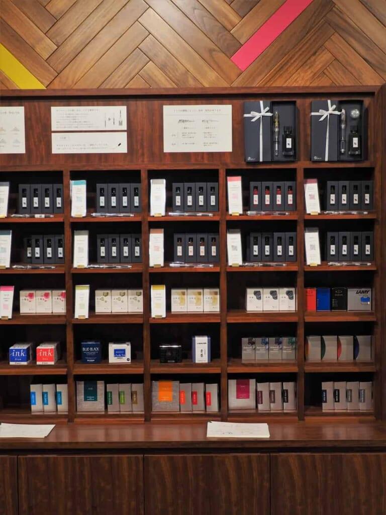 Tintas en la tienda, Tokio, Japón