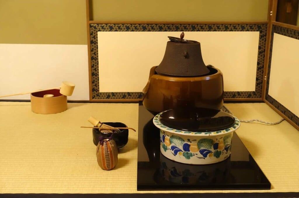 Los varios utensilios de la ceremonia del té japonesa en Tokio