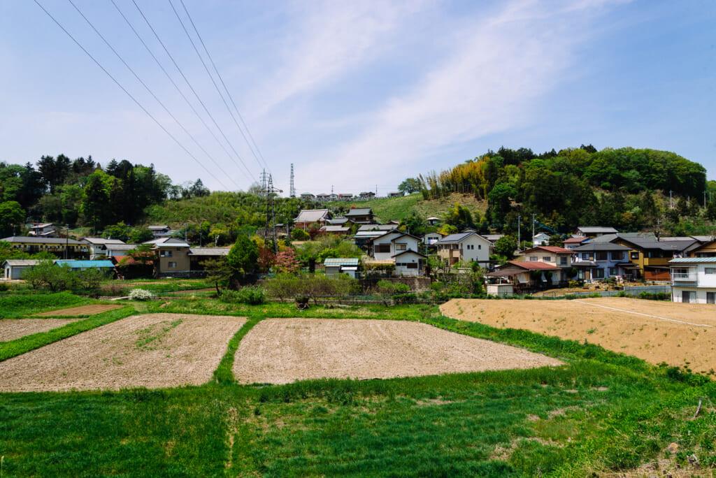 Los paisajes entre el Hitsujiyama Park y la estación de Yokose