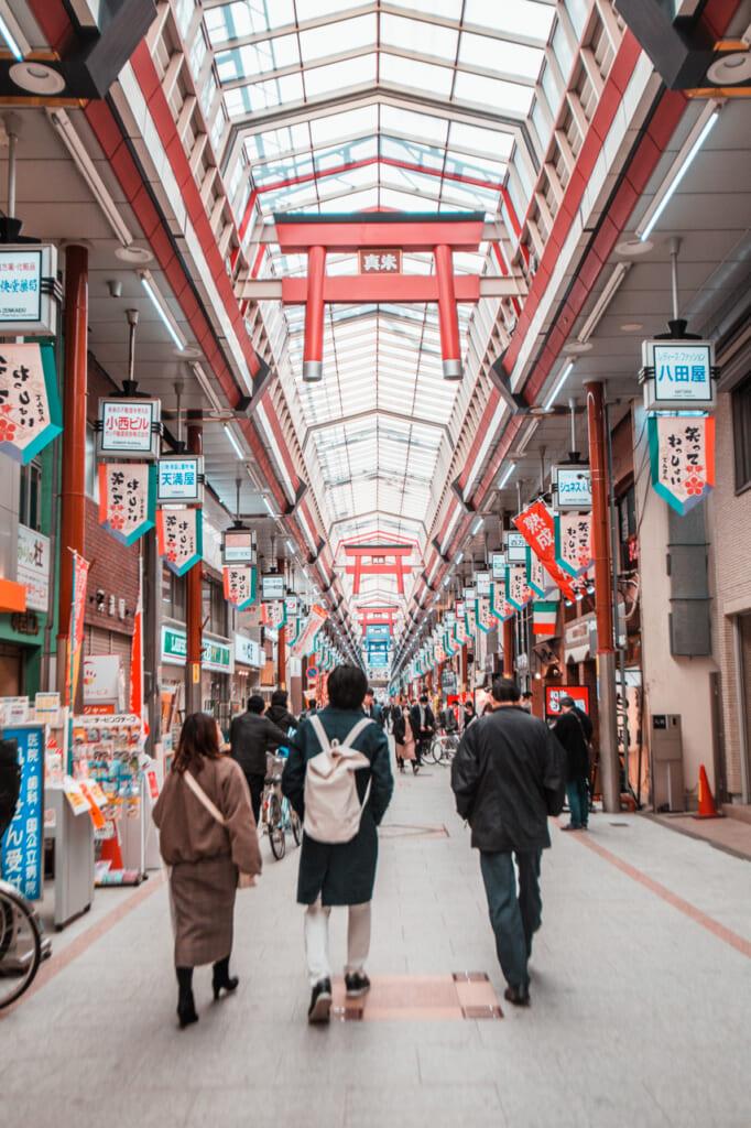 Adornos de torii en Tenjinbashisuji