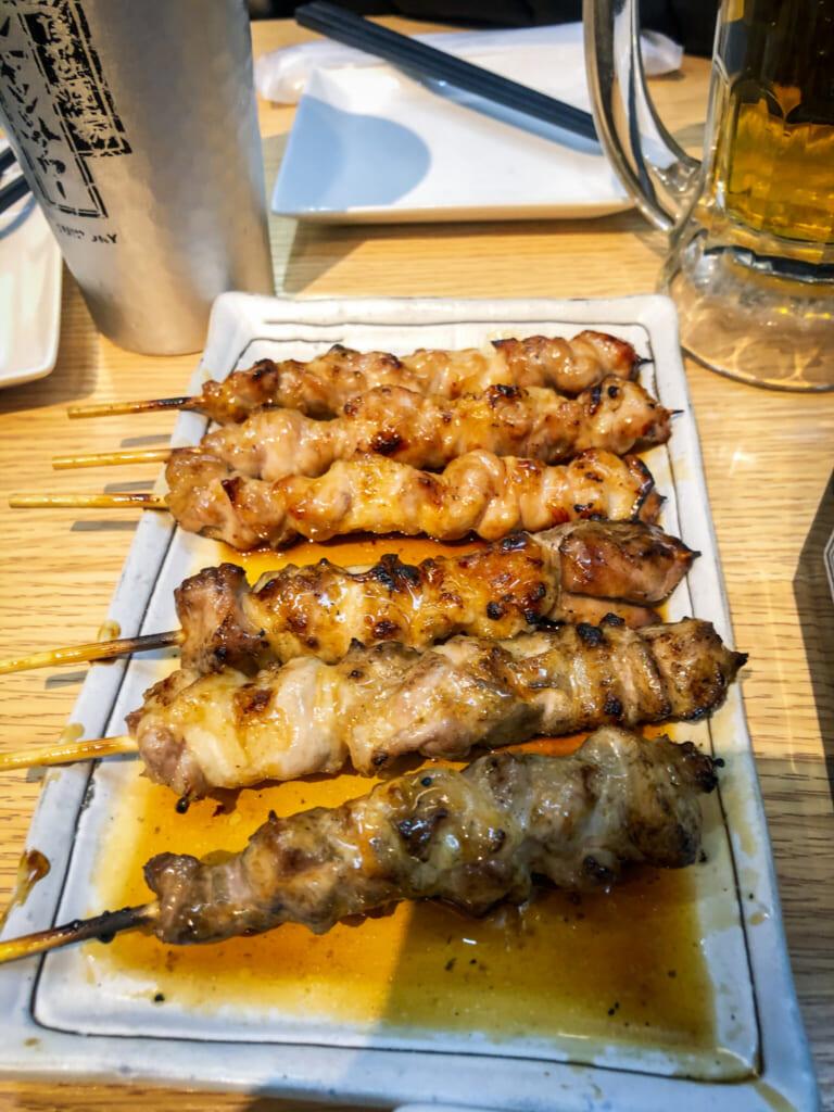 brochetas de pollo yakitori