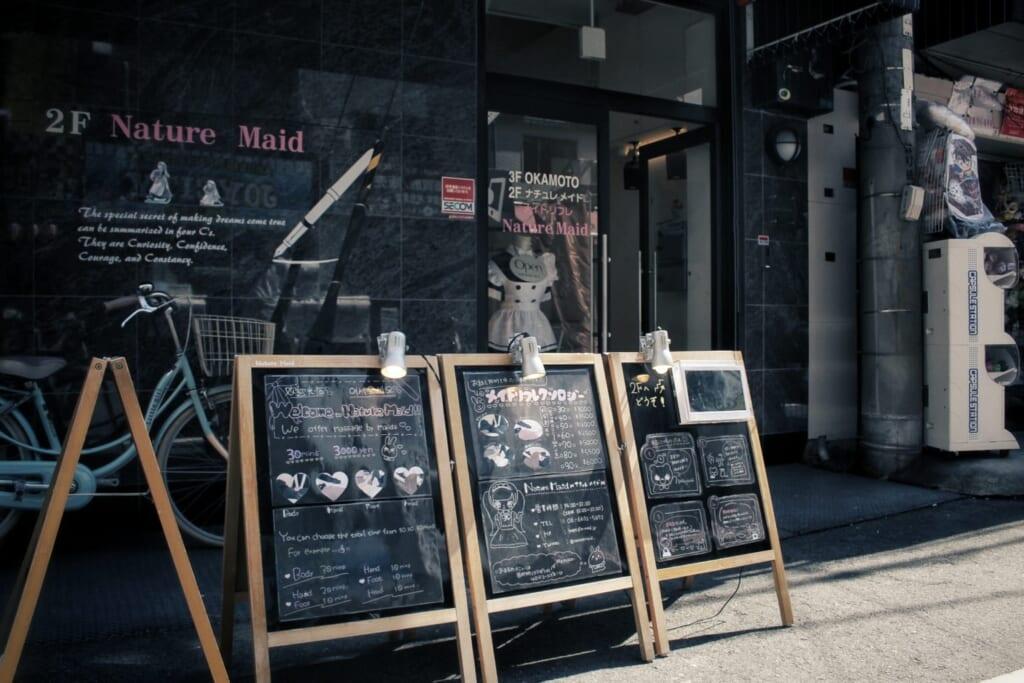Uno de los famosos maid café