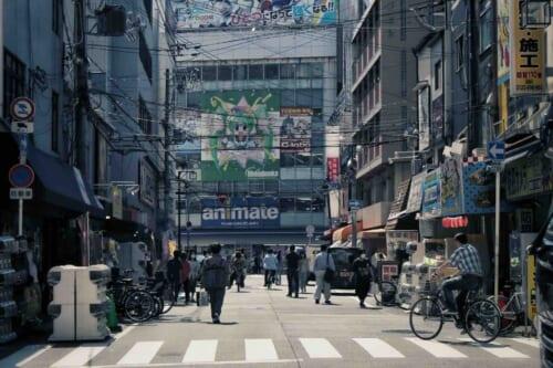 Las calles de la zona con el Animate al fondo