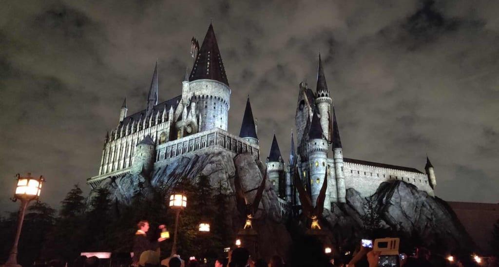 El castillo de Harry Potter por la noche