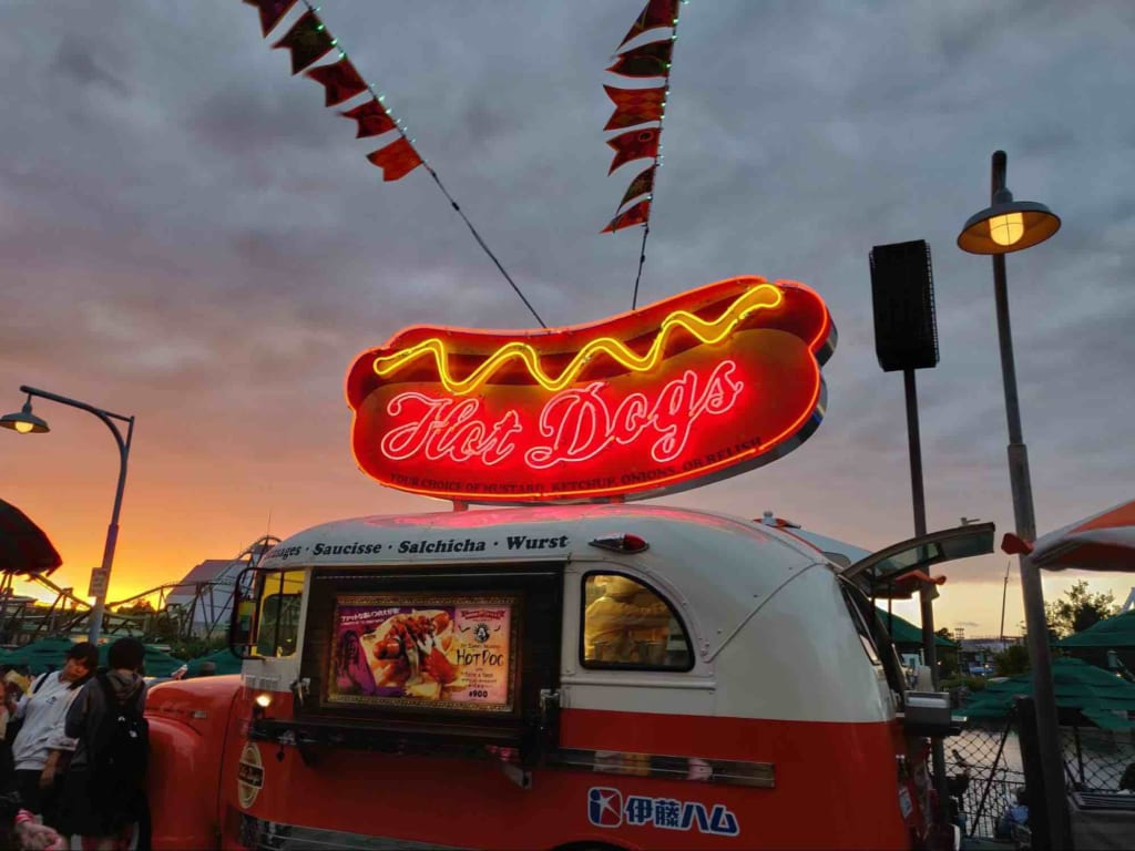 Un carrito de Hot Dogs en Universal Studios Japan