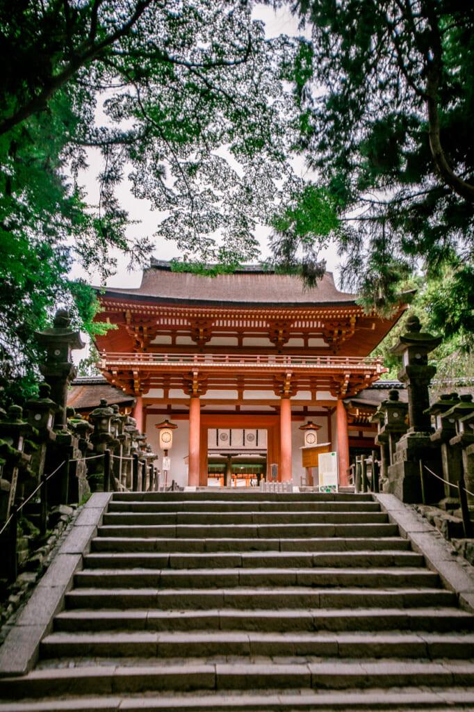 escalera de acceso a kasuga taisha