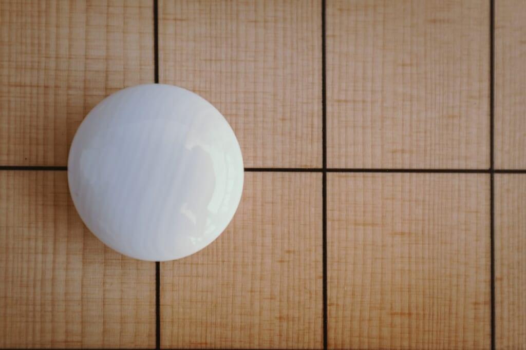 En un juego de Go tradicional, cada pieza es única