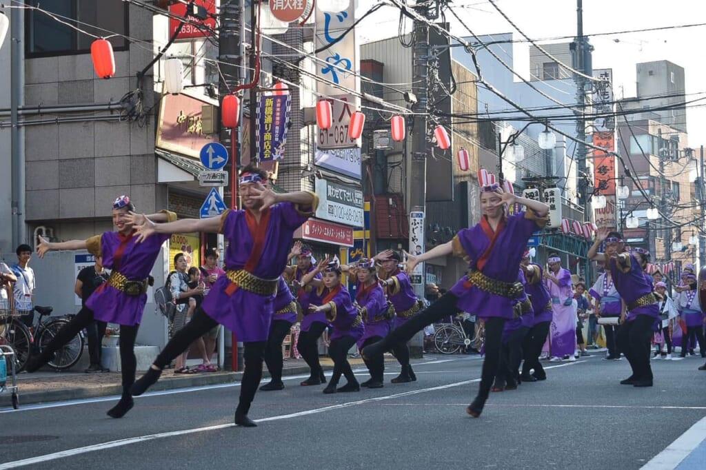Movimientos impresionantes en el Awa Odori