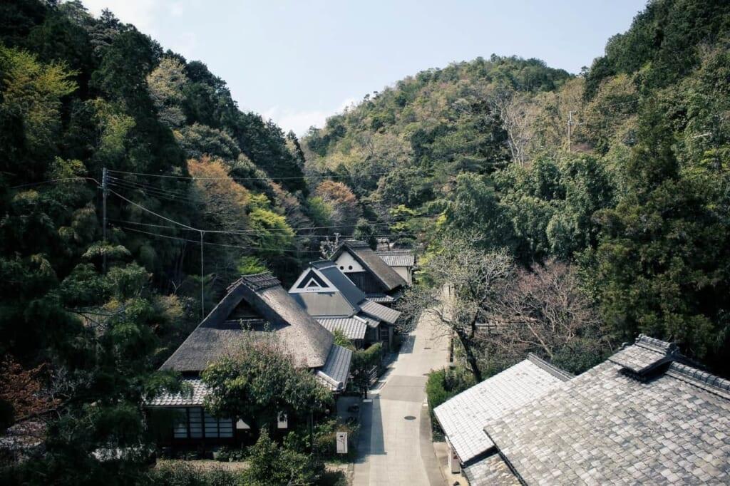 Casas de estilo Gassho en Saga Toriimono