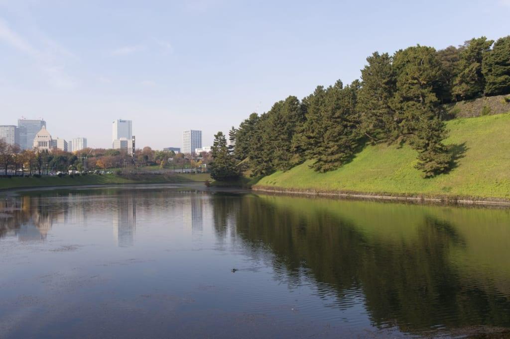 Jardines japoneses en Tokio en el Palacio Imperial