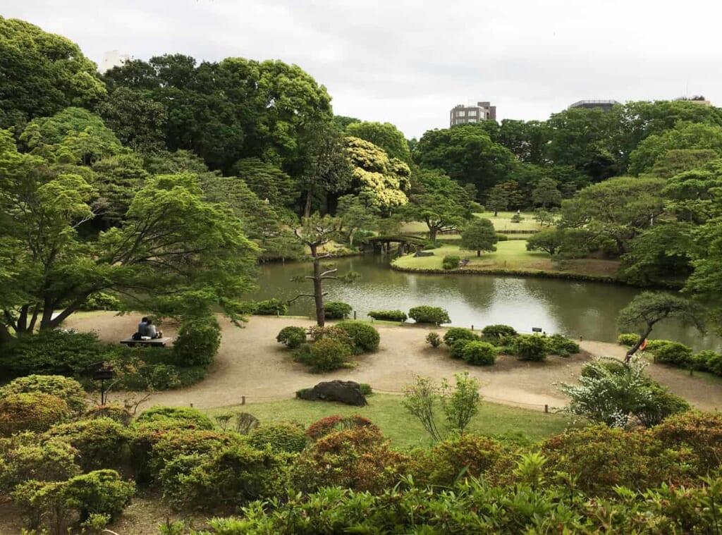 Vista general del jardín japonés de Rikugi-en