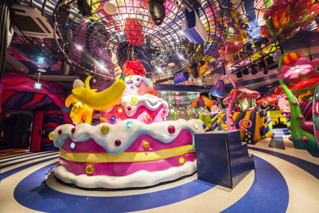Sweets-Go-Round en Mushroom Disco en el Kawaii Monster Café en Harajuku
