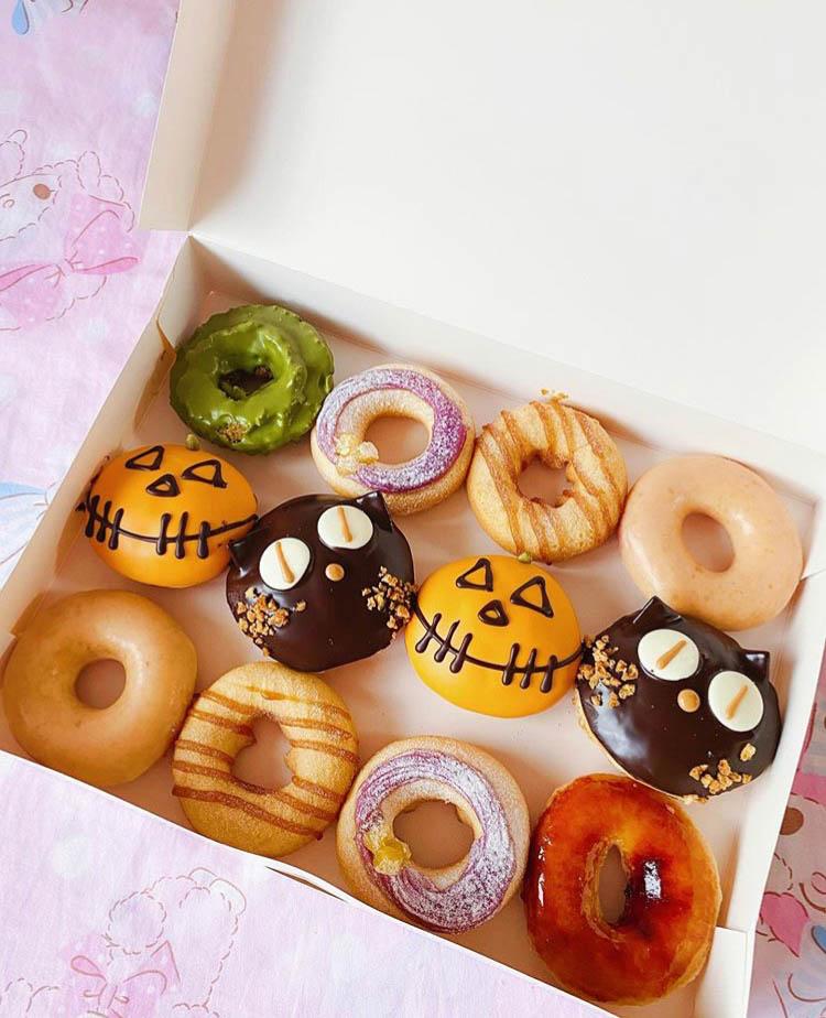 Donuts de Halloween con una gran variedad
