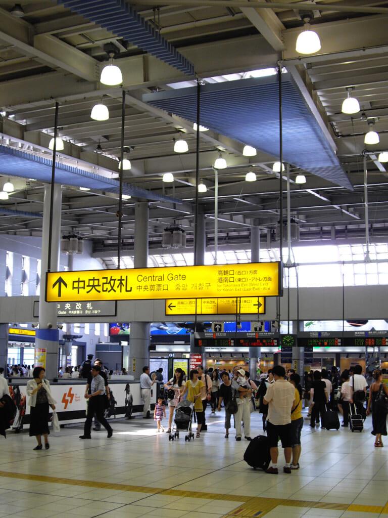 El interior de la estación de Shinagawa